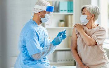 Vaccino antinfluenzale anti Covid insieme